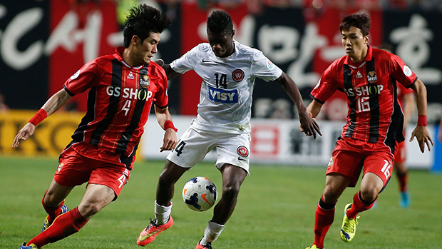 SEOUL, SOUTH KOREA - SEPTEMBER 17: Western Sydney Wanderer's Kwabena Appiah (C) in action during the AFC Champions League Semi- final first leg match between FC Seoul and Western Sydney Wanderers at on September 17, 2014 in Seoul, South Korea. The game tied 0-0. (Photo by Wonsuk Choi/Getty Images)